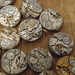 Steampunk-Uhrwerk-zerteilt-Zahnraeder-Raeder-verschiedene-Los-Industriekunst-R6B9