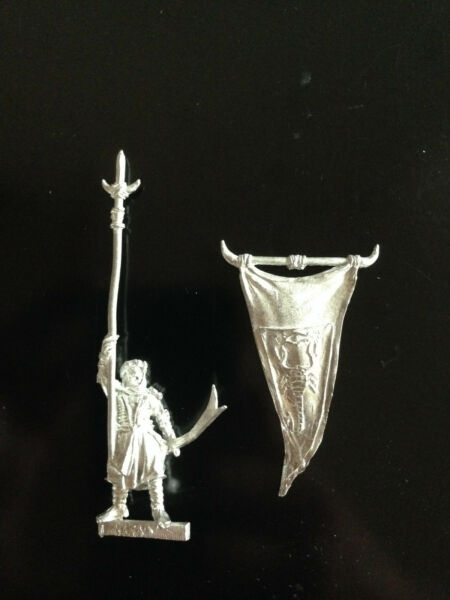 Colto Warhammer Lord Of The Rings Lotr - Harad Commanders Banner Bearer Metal Oop Sconti Prezzo