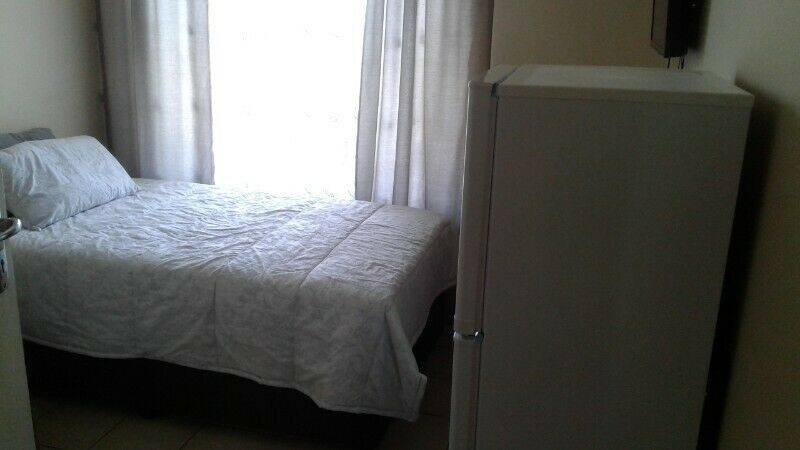 Fully Furnished And Equipped Single Room In House. Secure Complex