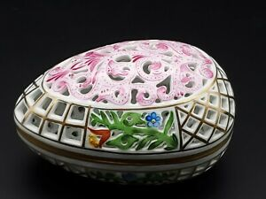 VINTAGE-ESTATE-RETICULATED-HEREND-OPEN-WORK-COVERED-EGG-PORCELAIN-BOX-DISH-6048