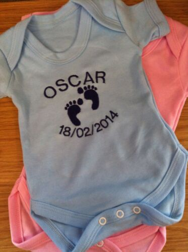 PERSONALISED 100/% COTTON PINK OR BLUE BABY VEST//BODYSUIT BOY//GIRL GIFT