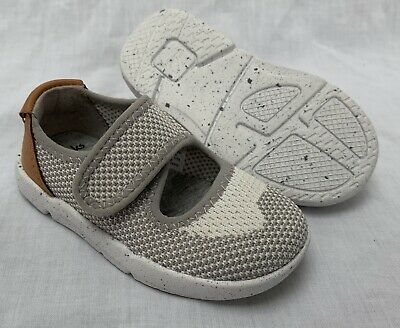 BNIB Clarks Girls Iva Bunny Grey Leather First Shoes F//G Fitting