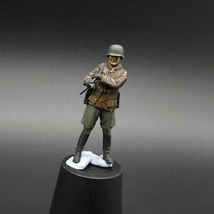 Painted-1-35-Waffen-Ss-Officer-nco-With-Mp40-1-35-ww2