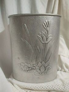VTG-Hammered-Reynold-039-s-Aluminum-Trash-Can-Lily-Pads-Lillies-Cat-Tails-Waste-Can