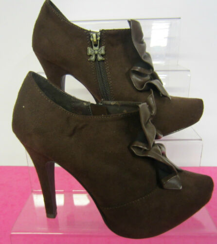 Zip Fastening L7001 Ruffled Detail  *SALE* Brown Faux Suede Ankle Boot