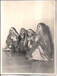 INDIA - RARE - PHOTOGRAPH - GROUP OF CHILDREN IN BRIDAL COSTUME