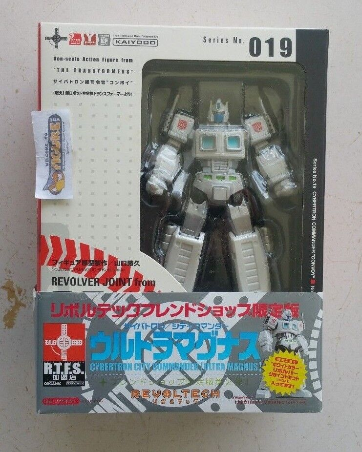 TransFormers Revoltech Series 019, G1 ULTRA MAGNUS action figure by KAIYODO, New