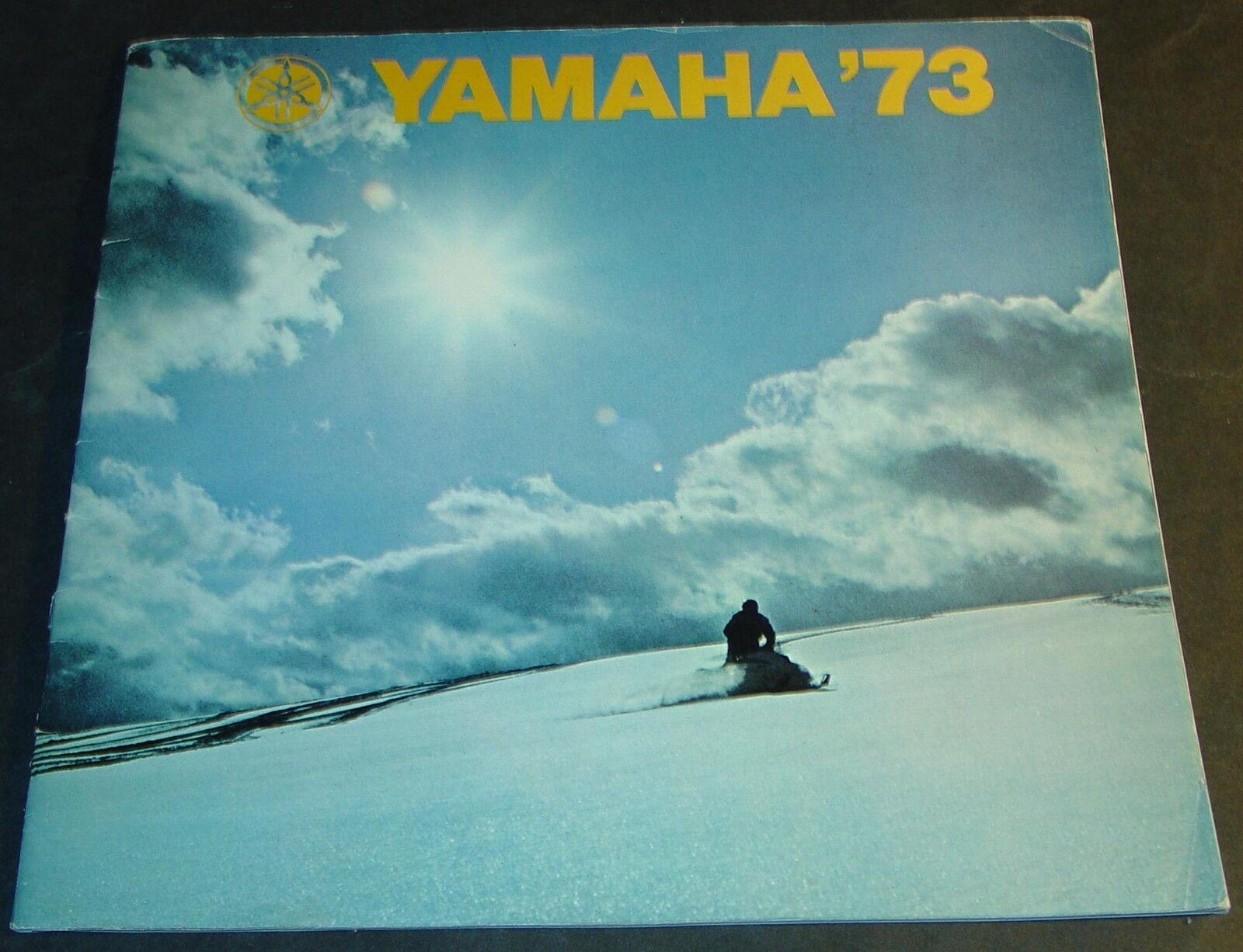 1973 YAMAHA SNOWMOBILE SALES BROCHURE LARGE 11  x 11    & 22 PAGES  (488)