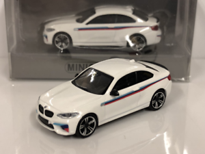 Minichamps-870027006-BMW-M2-2016-Presentation-1-87-Echelle