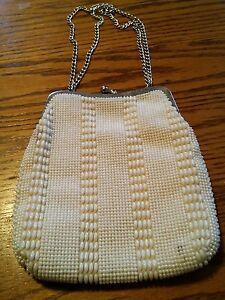 015-Cute-Vintage-White-Beaded-Evening-Bag-Purse-Hong-Kong-Chain-Handle
