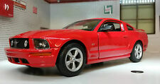 Ford Mustang 2005 GT Coupe 1:24 Scale Welly Diecast Detailed Model Car 22464