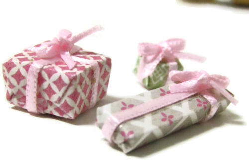 Dollhouse Miniature Gift Set pink green wrapped presents birthday gifts holiday
