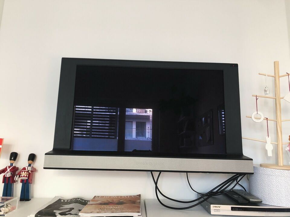 LCD, Bang & Olufsen, Beovision 8