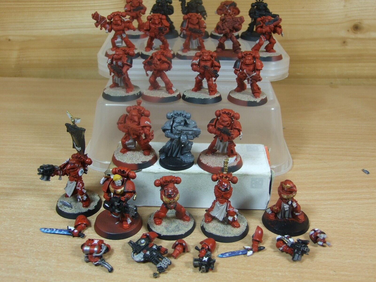 22 PLASTIC SPACE MARINE BLOOD ANGELS PART PAINTED (805)