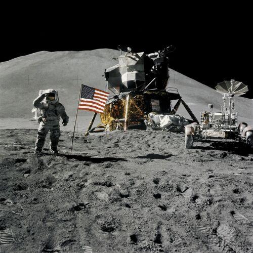 Apollo 15 David R Scott sur la lune salue drapeau Etats-Unis Photo Nasa