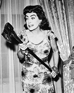 JOAN-CRAWFORD-as-Lucy-Harbin-en-Strait-Jacket-8x10-FOTO