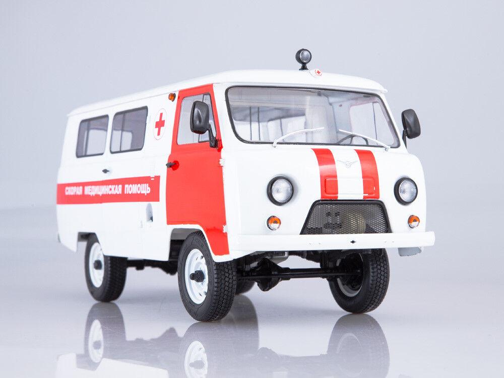 Scale model 1 18 UAZ-3962 Ambulance