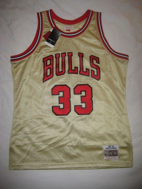 753f32bc7 SCOTTIE PIPPEN Chicago Bulls Mitchell   Ness Gold Swingman Jersey LARGE NWT