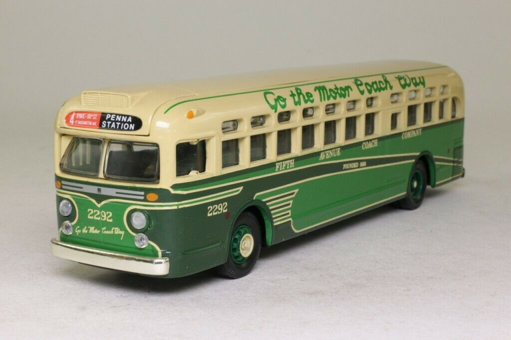 Corgi Classic  Model No. 98604 - General Motors 4507 - Fifth Avenue USA  (LOS1)
