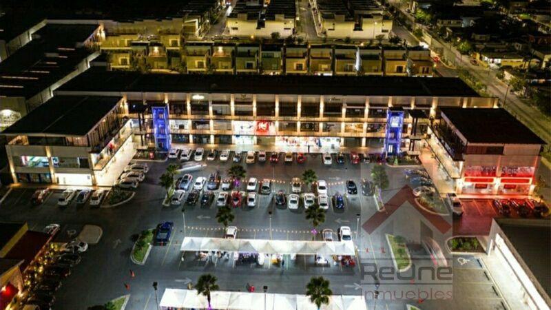 RENTA de OFICINAS en importante PLAZA COMERCIAL en ESCOBEDO Nuevo Leon