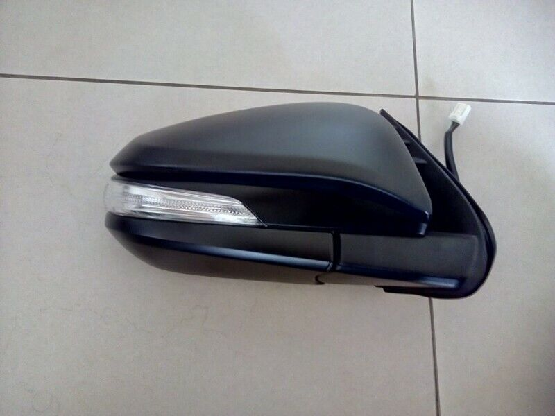 TOYOTA HILUX GD 16/18 DOOR MIRRORS ELECTIC BLACK WITH INDICATOR AUTOMATIC FOLDING FORSALE R1750