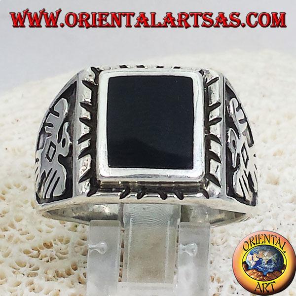 Anello In silver Con Onice Quadrata ed Aquile a basso rilielo laterali