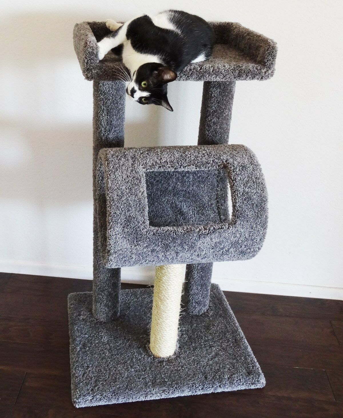 PREMIER CAT CLIMBER, 42  TALL - FREE SHIPPING IN THE UNITED STATES