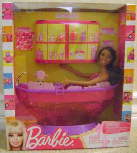 BARBIE-PINK-DREAM-TUB-WITH-NIKKI-DOLL-V9439-NEW