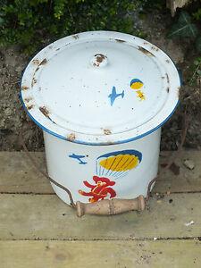 Ancien-Jouet-ou-Seau-de-Toilette-en-Tole-Emaillee-decor-d-039-Ourson-Parachutiste