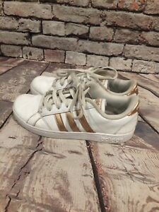 Details about adidas Baseline K White Gold Three Stripe Athletic Shoes Youth Size 4 US