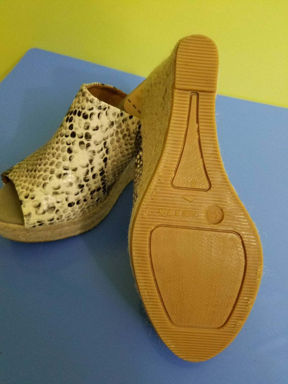 NWOB Kanna Schuhes Wedge Snake Spain Print Größe 8 Made in Spain Snake e923bf
