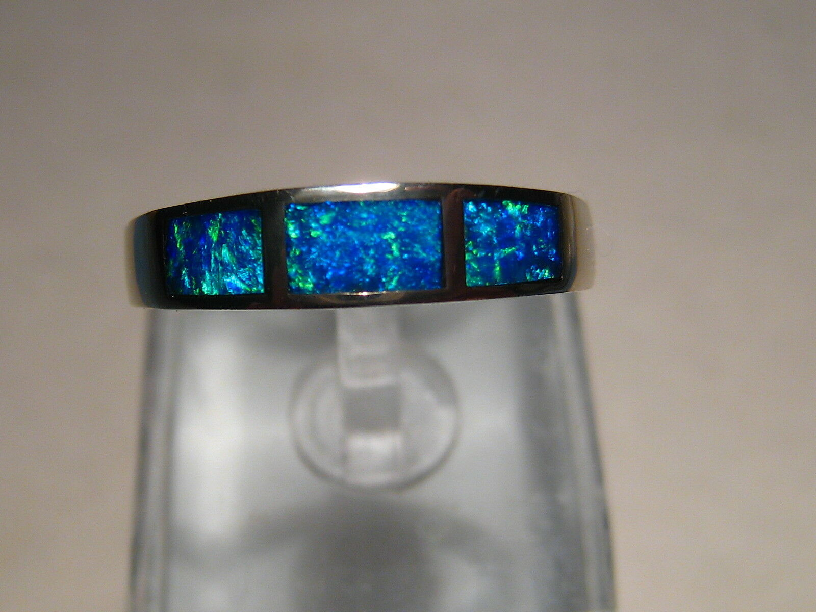 bluee Australian Opal inlay Ring 14 kt White gold size 8
