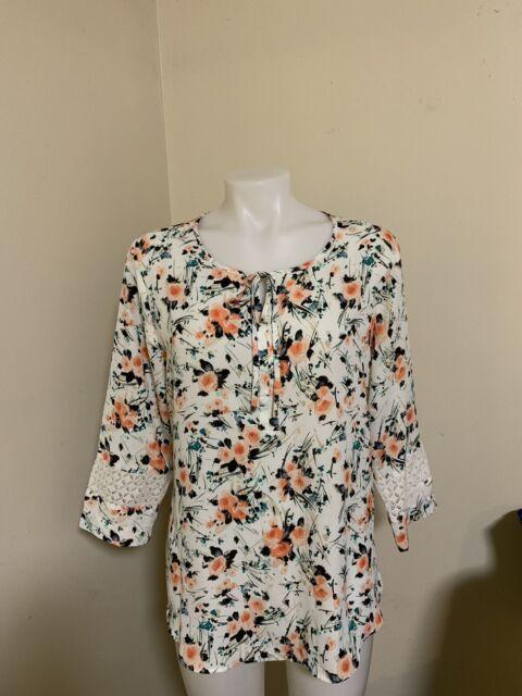 Van Heusen Medium Women's Floral Blouse 3/4 Sleeve White Polyester Keyhole Neck