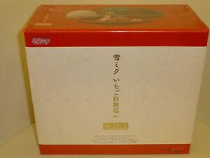 Nendoroid-Snow-Hatsune-Miku-Strawberry-White-Kimono-Ver-Figure-Good-Smile-Yuki