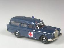 selten: Brekina Mercedes 190 Kombi Ambulance dunkelblau in OVP