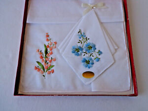 Hankies Set of 2 Cotton Embroidered Flowers