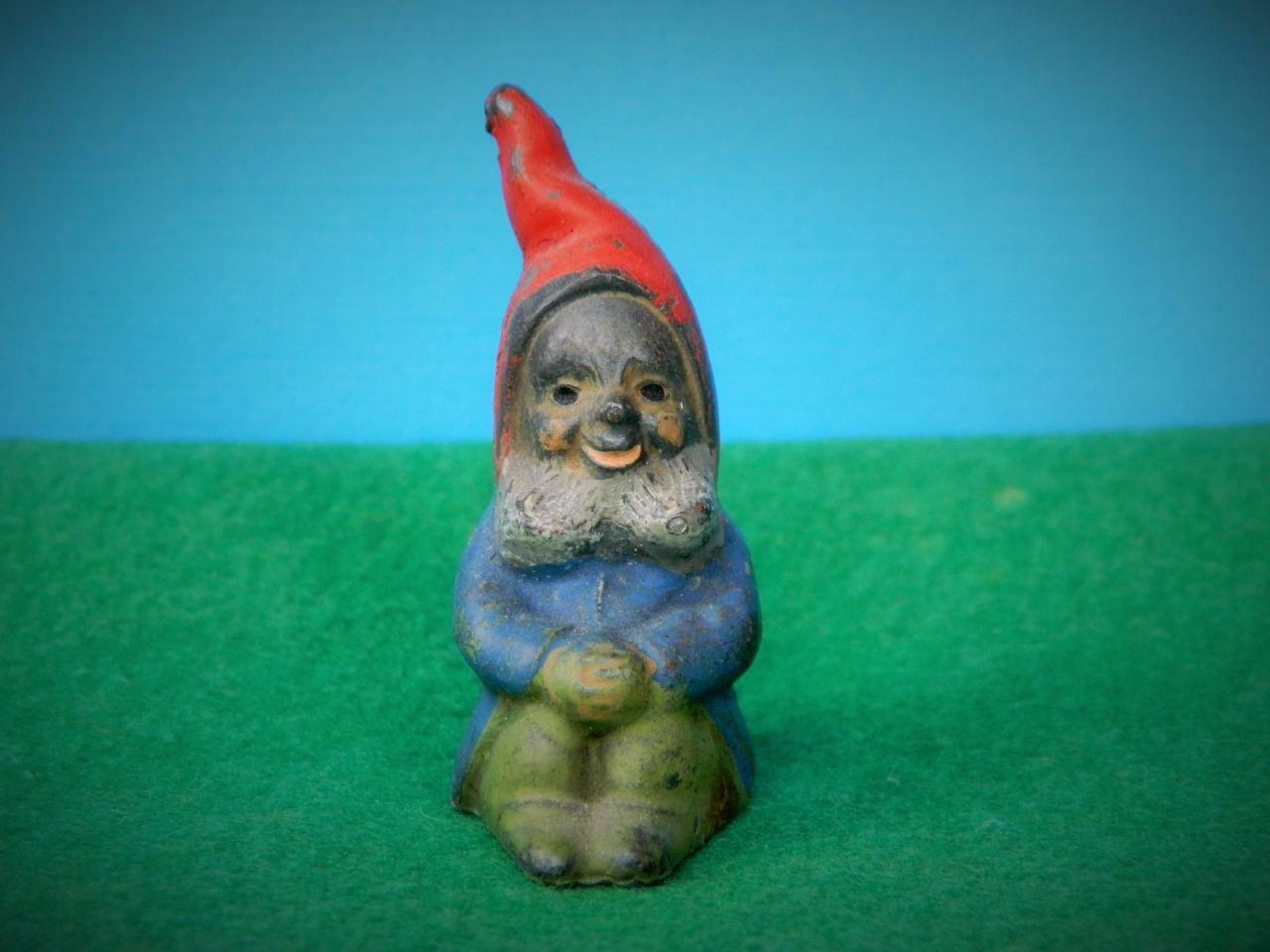 VINTAGE 1930s BRITAINS MINIATURE LEAD GARDEN GNOME SITTING HANDS ON KNEES B