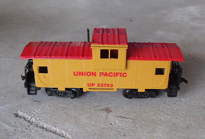 BACHMANN 25743 CABOOSE CLEAN AND GOOD UNION PACIFIC HO SCALE NICE ITEM
