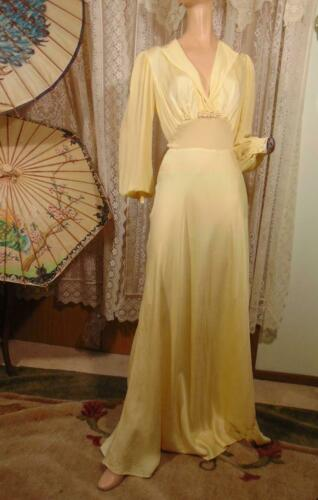 1940S LADY DUFF YELLOW FITTED DRESSING GOWN BALLOO