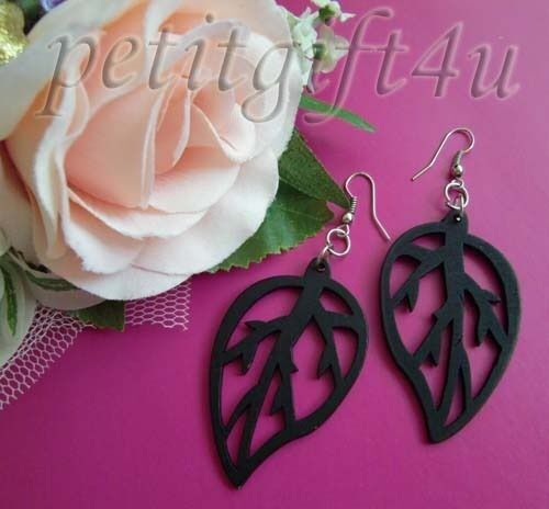 *W08* STUNNING AND SEXY WOODEN LEAF EARRINGS ~ BLACK