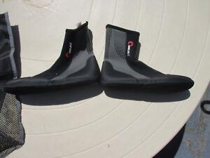 SEAK-WOMEN-039-S-SKIN-DIVE-REEF-BOOTS-SIZE-6-BRAND-NEW