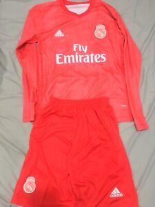 Football-Soccer-Jerseys-With-Shorts