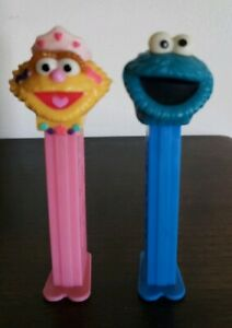 Two-2-Sesame-Street-Collectible-Pez-Dispensers-Zoe-Cookie-Monster-13