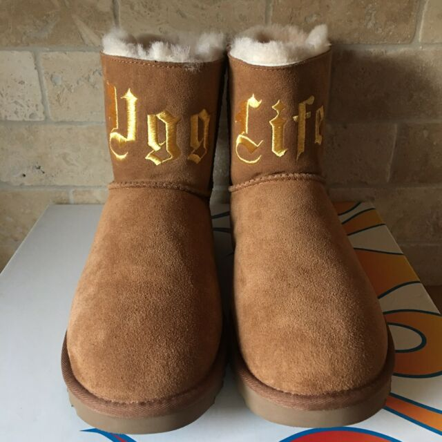 6633fe6f6eb UGG x Jeremy Scott UGG Life Classic Mini Chestnut Suede Boots Size US 11  Womens