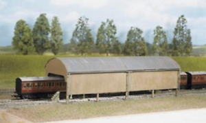 Ratio 527 Carriage Shed (320mm x 105mm) Plastic Kit OO Gauge