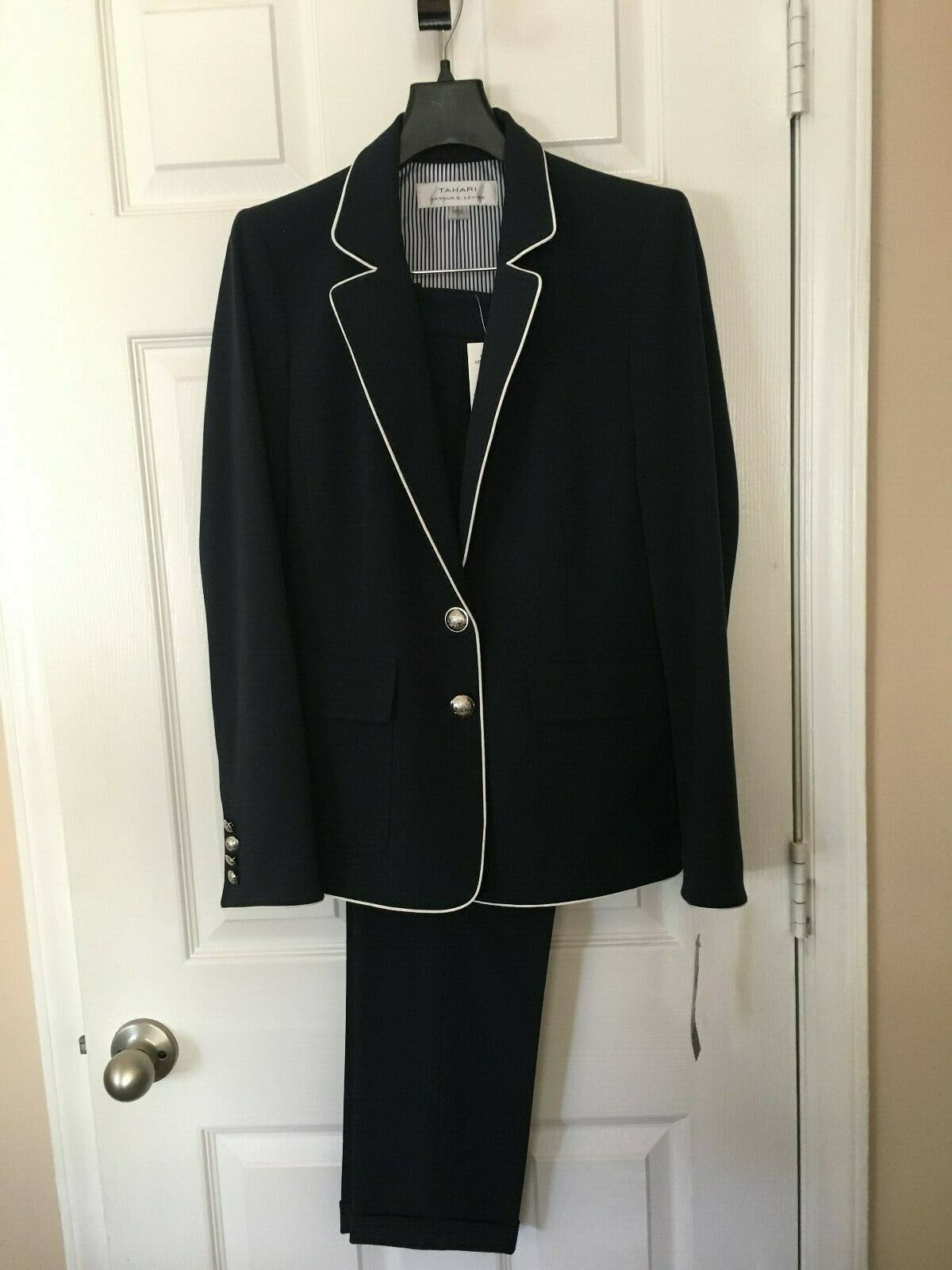 Womans Tahari New Navy with White Trim  Pant Suit - Size 2
