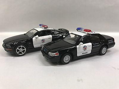 Stepside 55 /& Crow Vitoria Police Car 1:32 KT5330-5327.DP Set of 2