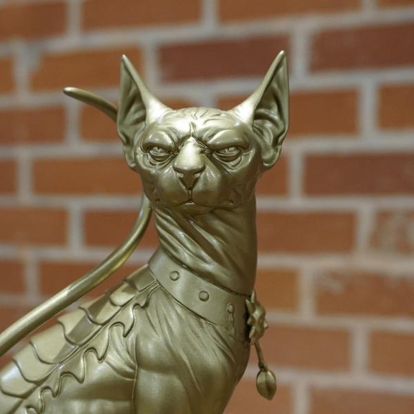 Lügen katze statue in Gold