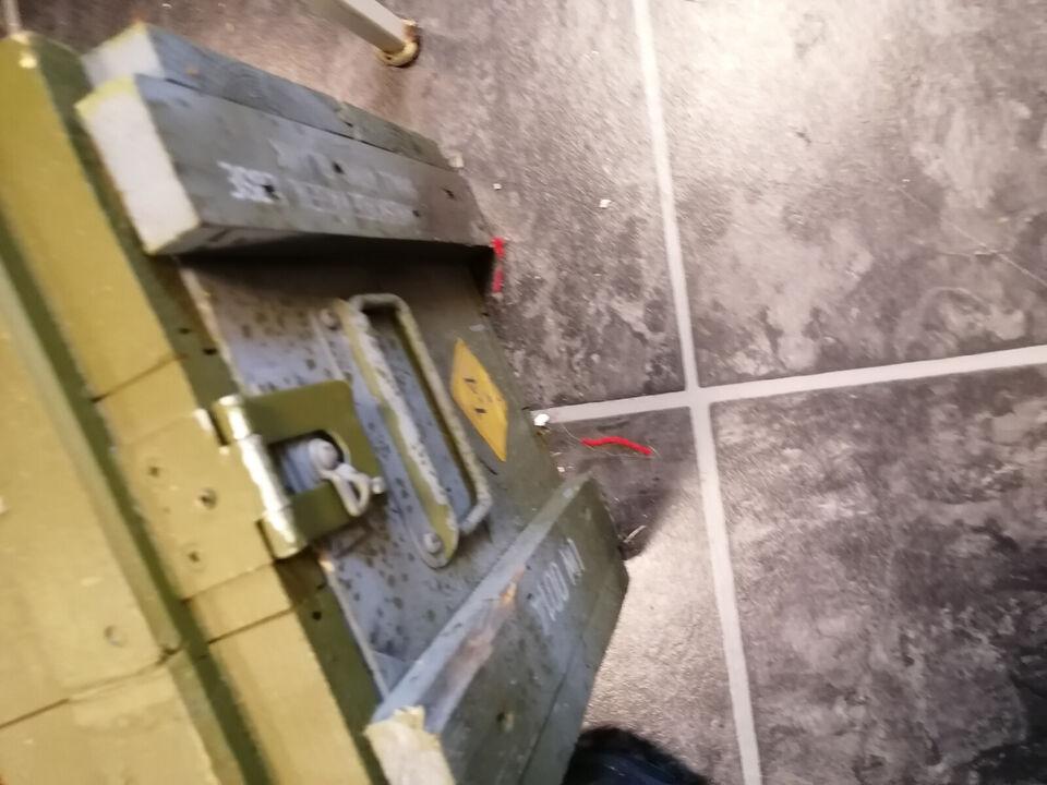 Ammunitionskasse med låg