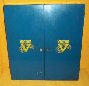 RARE VTG VICTOR GASKETS & OIL SEALS METAL CABINET GAS STATION GARAGE MAN CAVE